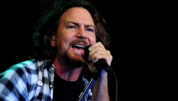 LONDON, ENGLAND - JUNE 25:  Eddie Vedder of Pearl Jam performs during day 1 of the Hard Rock Calling festival held in Hyde Park on June 25, 2010 in London, England.  (Photo by Gareth Cattermole/Getty Images)